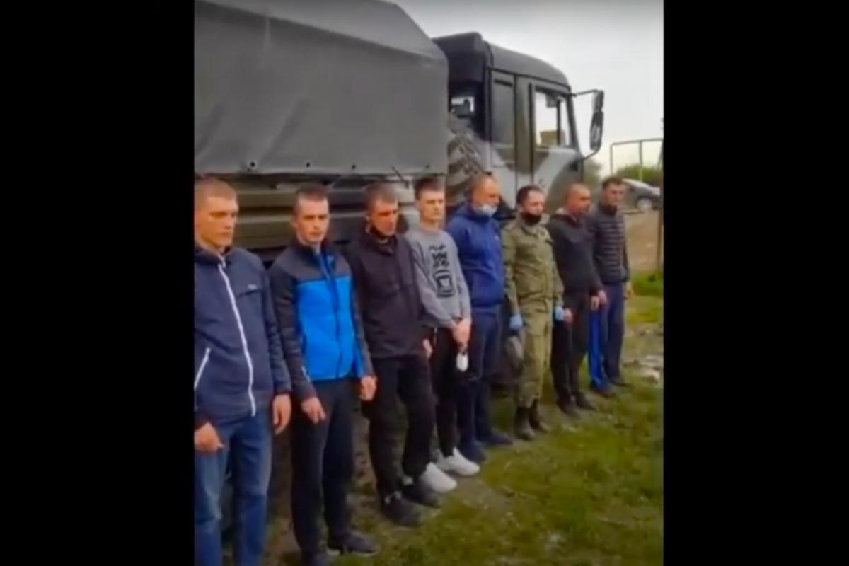 """Под Грозным чеченские полицейские """"наказали"""" росгвардейцев: конфликт попал на видео"""