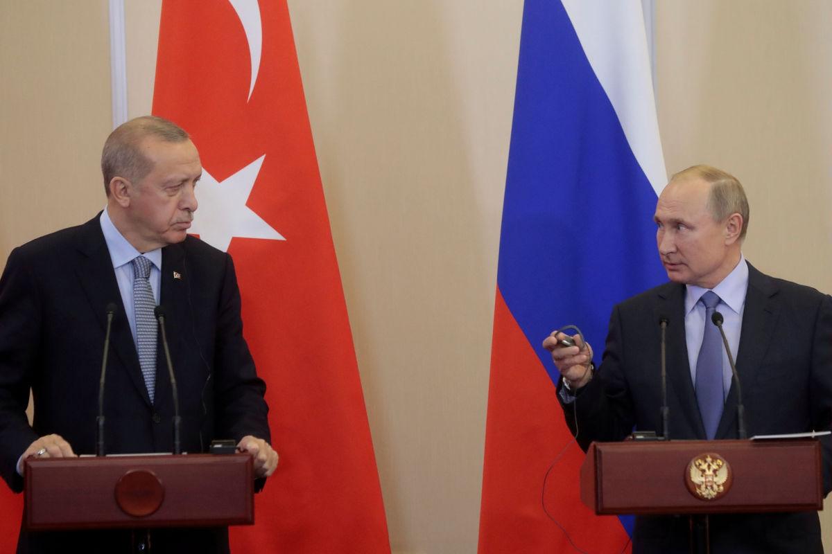 """Эрдоган и Путин договорились: Кремль отменяет запрет на полеты в Турцию, Анкара закупает """"Спутник V"""""""