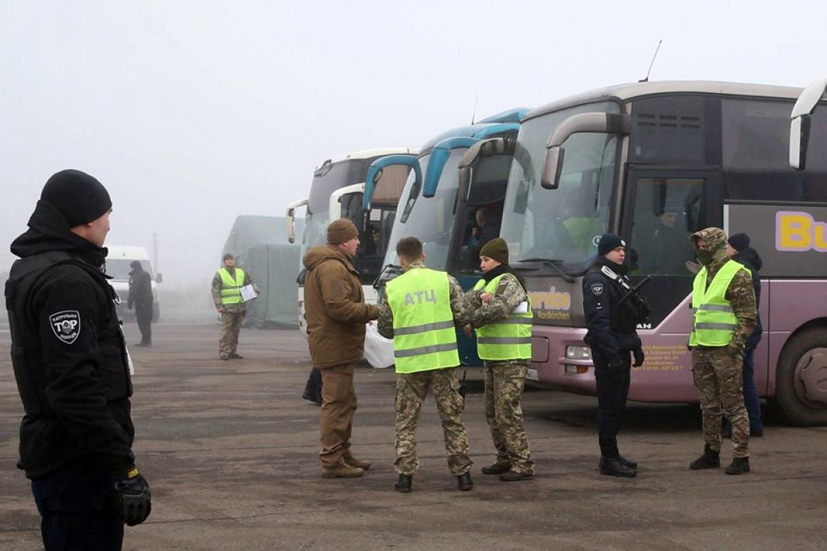 Обмен официально стартовал: первые кадры и видеотрансляция Офиса президента Украины