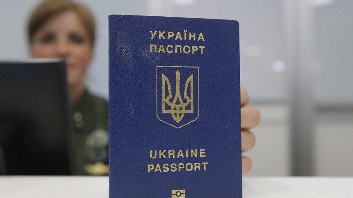 Электронная прописка в Украине: владельцев бумажных паспортов ждет нововведение