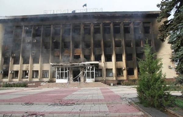 ДонОГА: центр Дзержинска разрушен, горсовет практически уничтожен