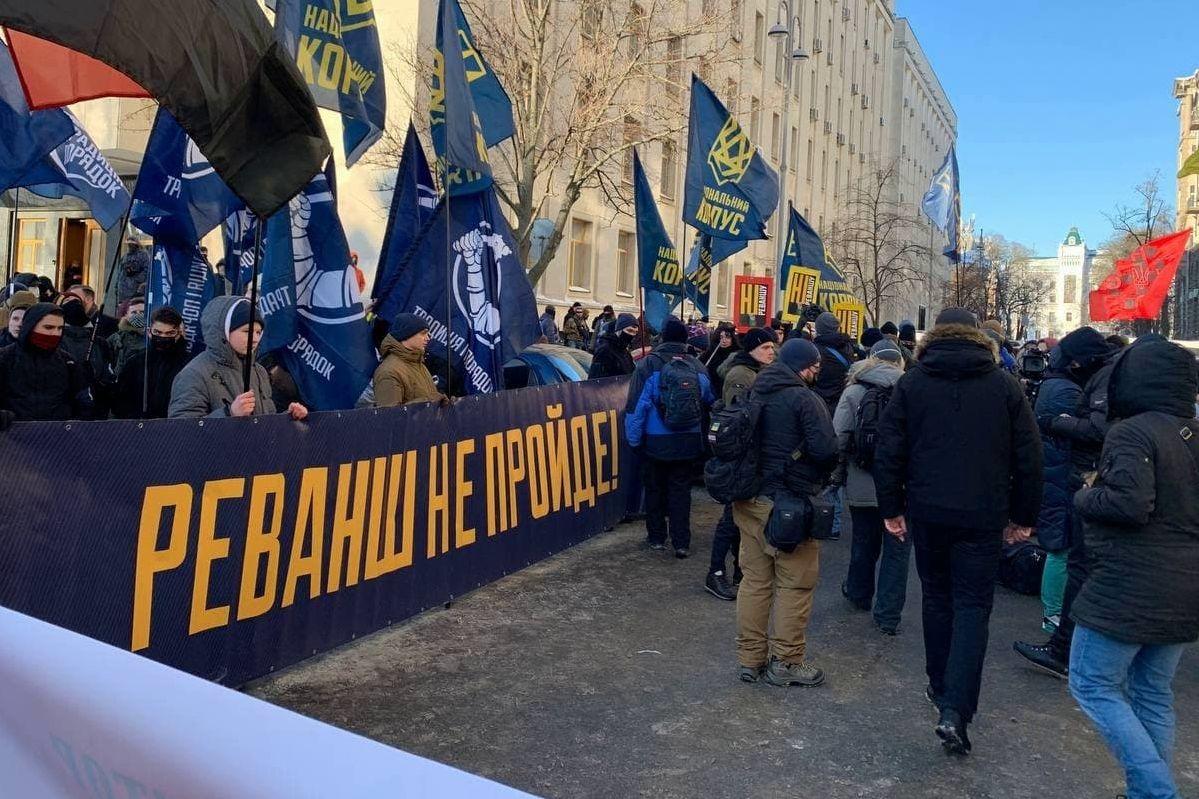 """Под ОП пришел """"Правый сектор"""" - выдвинуты три требования Зеленскому перед встречей СНБО"""