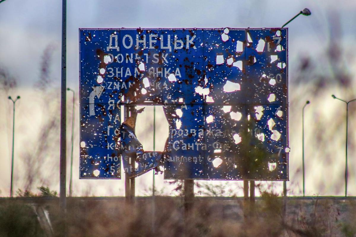 Война вновь разгорелась возле Донецка - идут тяжелые бои, взрываются 152-мм снаряды