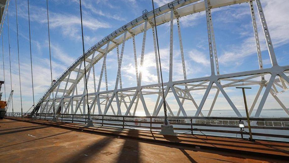 Оккупанты открыли движение по путепроводу к Крымскому мосту в Керчи