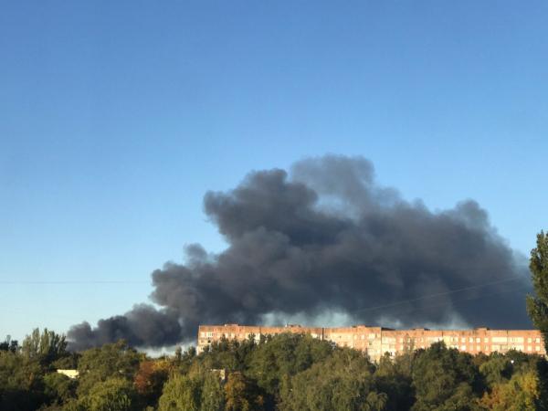 В Донецке пылает склад боеприпасов - люди в истерике из-за масштабного пожара