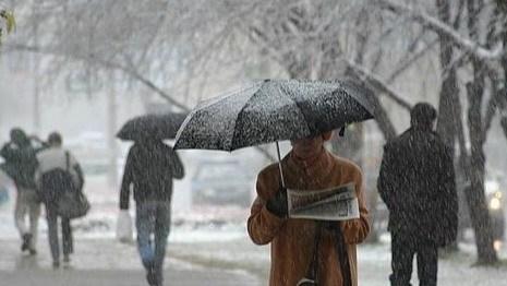 Погода ополчилась против Днепропетровска и Киева: города накроет мокрый снег и сильный дождь