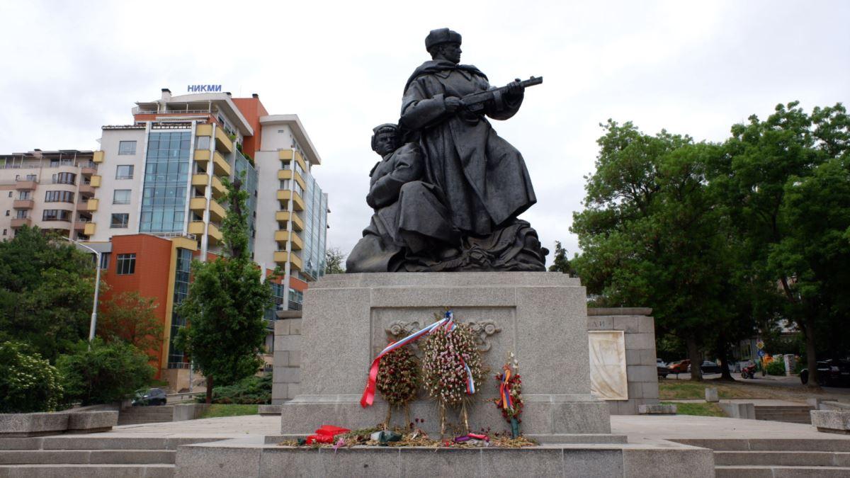 Вслед за Чехией Болгария хочет снести памятники СССР: появилась реакция России