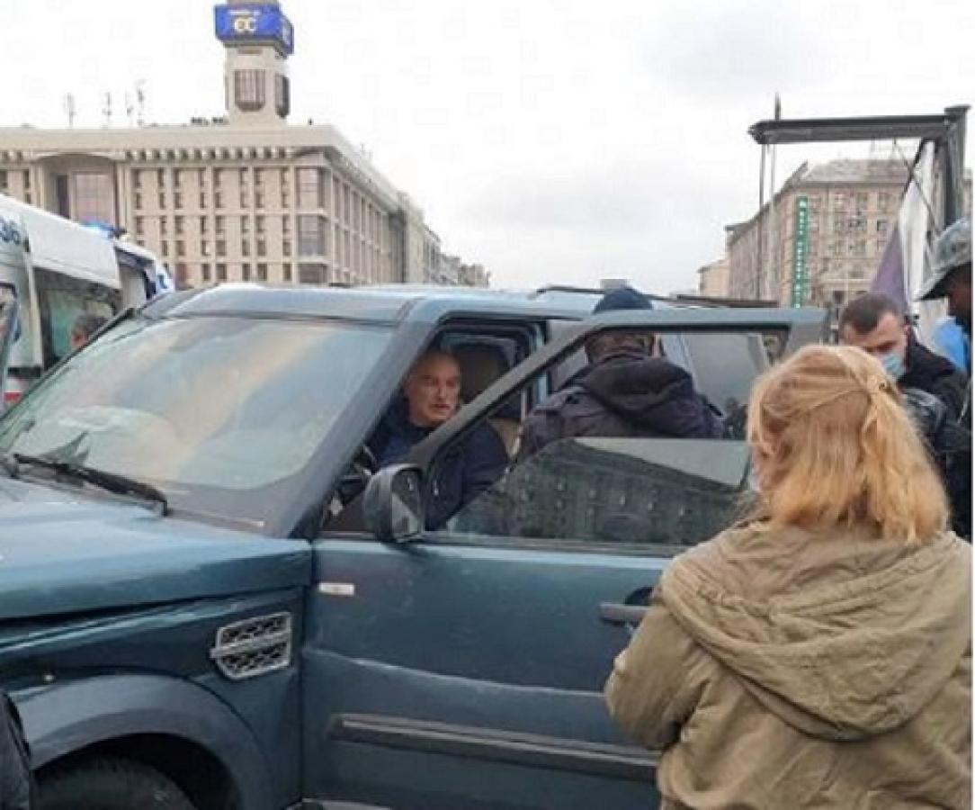 На Майдане иномарка влетела в толпу, есть погибшие: водитель говорит, что потерял сознание