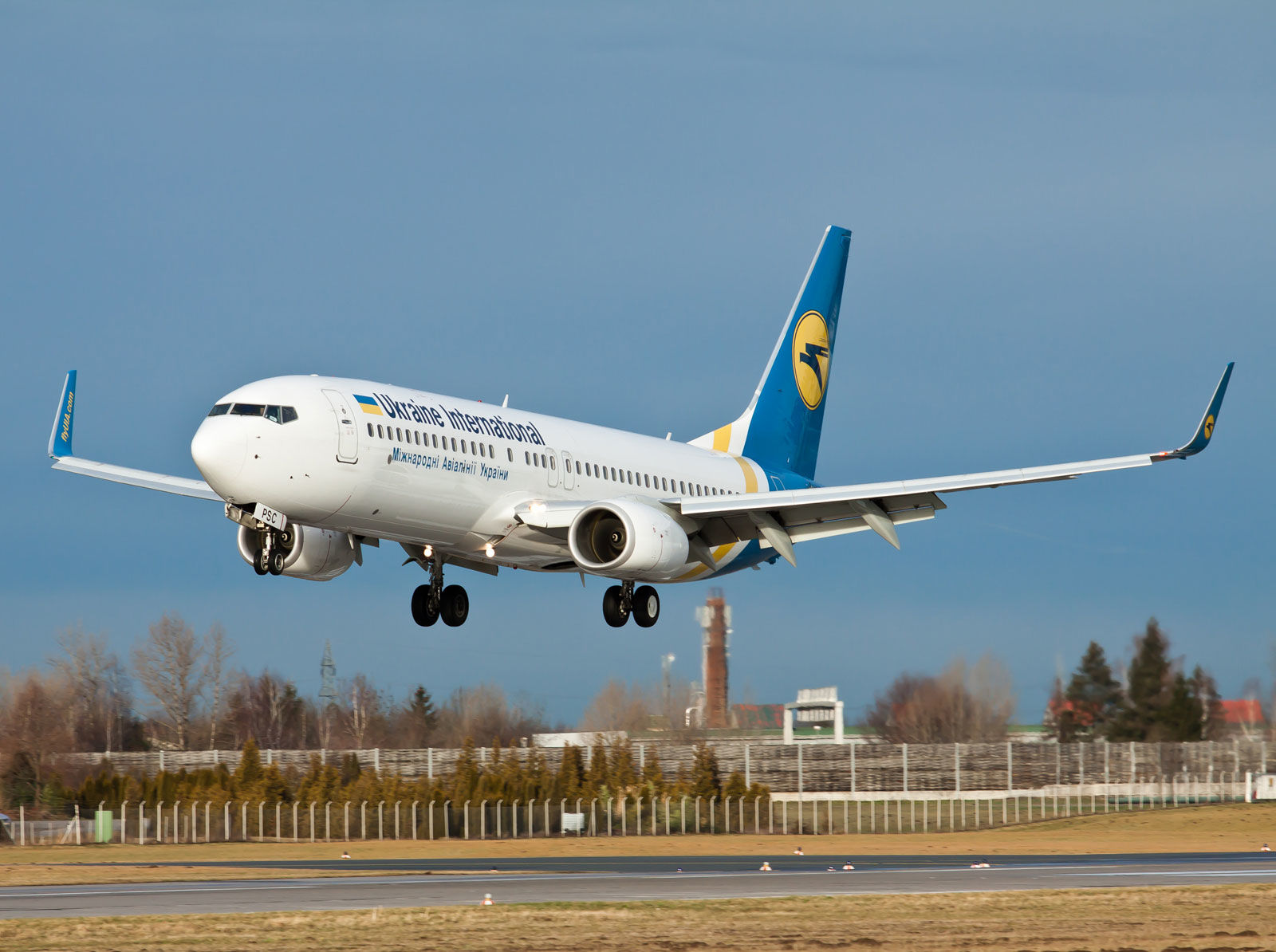 Обстрел Израиля: украинский пассажирский Boeing-737 не может сесть в Тель-Авиве - подробности