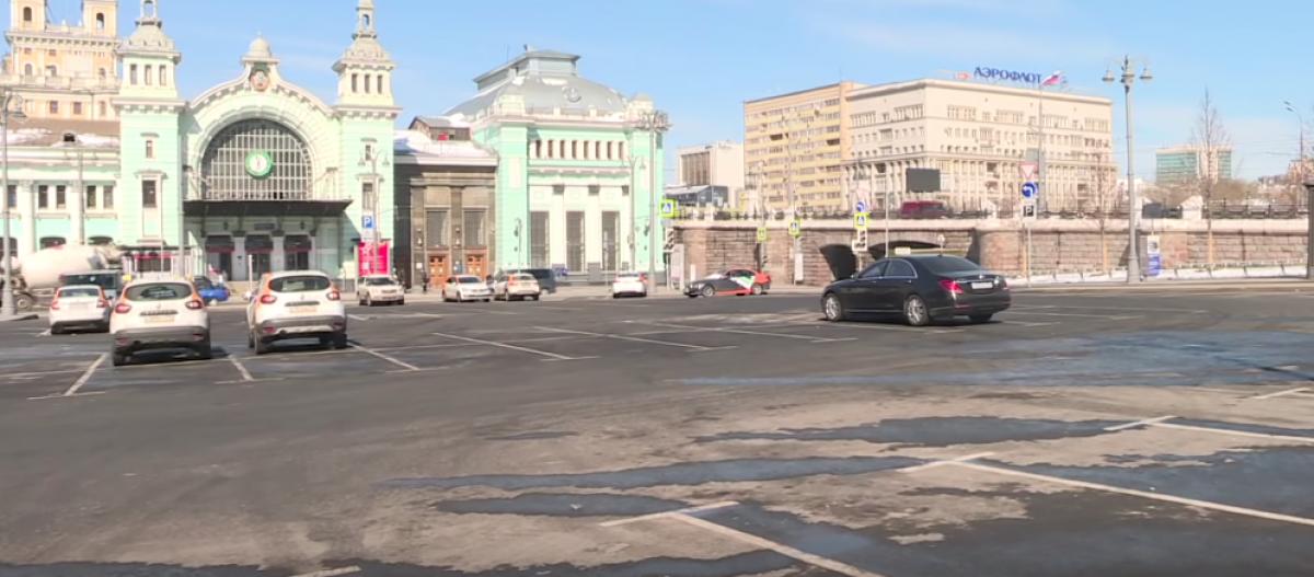 В Москве засняли пустые улицы: как пандемия повлияла на столицу России, кадры