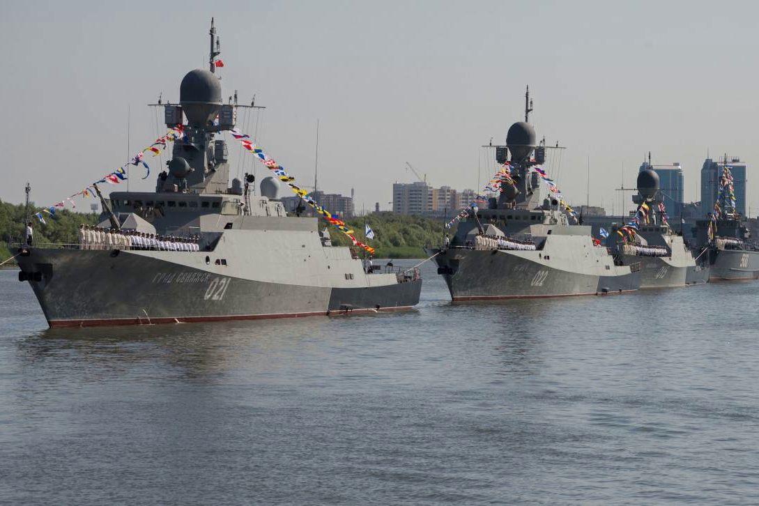 Кремль перебросил в Черное море 15 кораблей Каспийской флотилии - уже прошли Керченский пролив