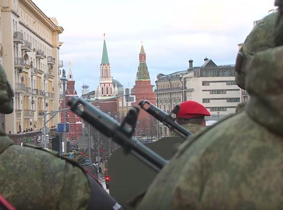 Путин обещает 9 мая продемонстрировать оружие, которого еще никто не видел: в Сети показали, чем будет хвастаться Москва - кадры