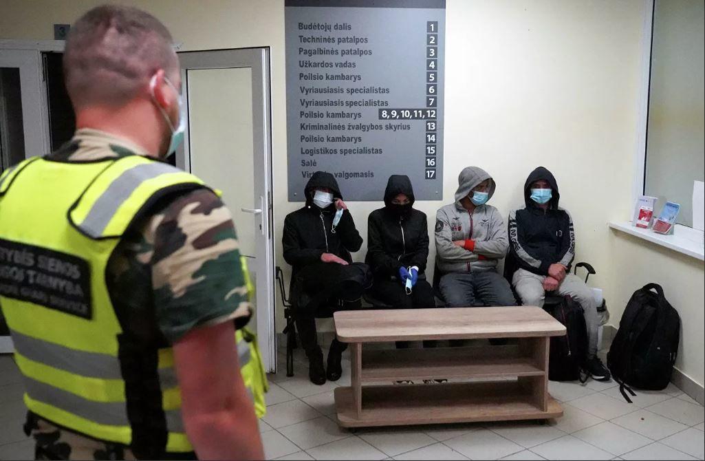 Миграционный кризис в Литве: на границе задержали нелегалов с паспортами РФ и картами Сбербанка
