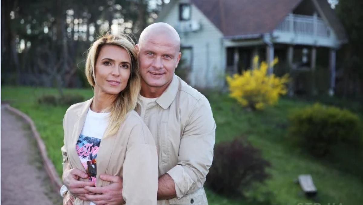 Бывшая жена Узелкова Марина Боржемская показала, что скрывала под пиджаком