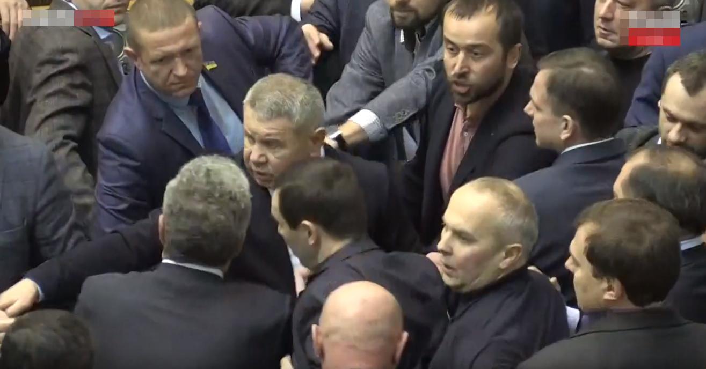 Нардеп Береза силой поставил на место Шуфрича и Бойко в зале Верховной Рады – видео
