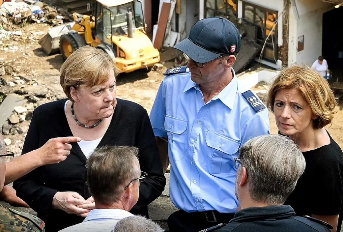 """""""Немецкий язык такого не опишет"""", - Меркель прибыла в затопленные регионы Германии и сообщила печальные новости"""