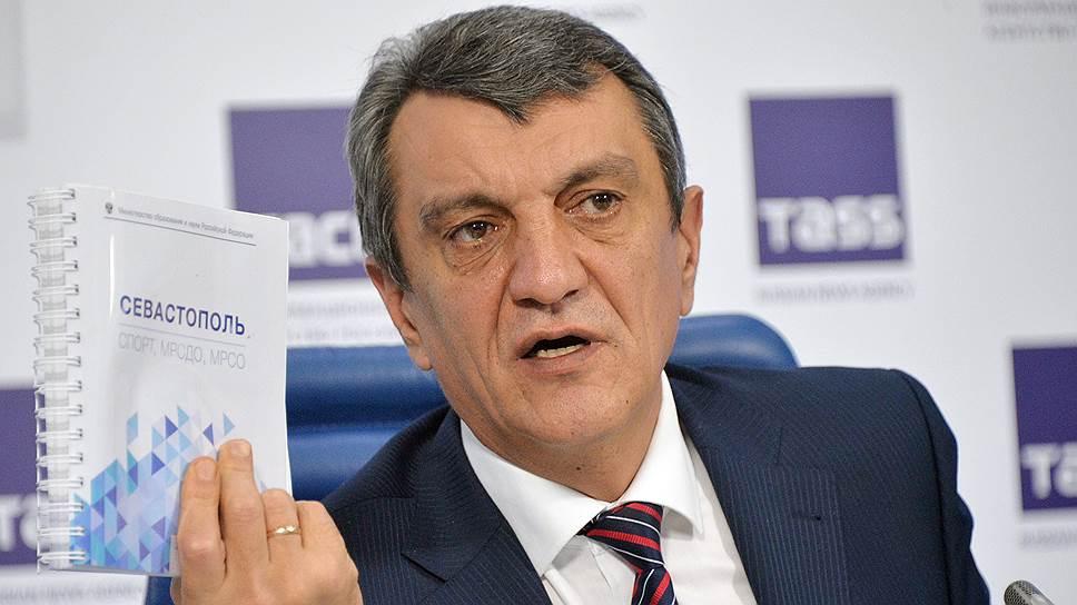 Губернатор Севастополя советует татарам жить далеко в горах