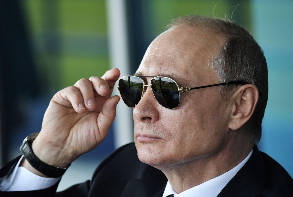 """""""Подзаборная блатная песня"""", - абсурдный новогодний шансон про Путина насмешил даже россиян"""