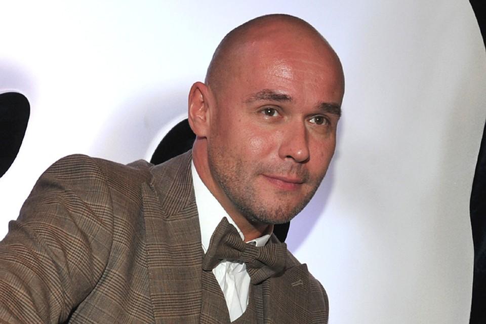 Российский актер Аверин стал копией голливудской звезды: поклонники не могут поверить в то, что увидели, - фото