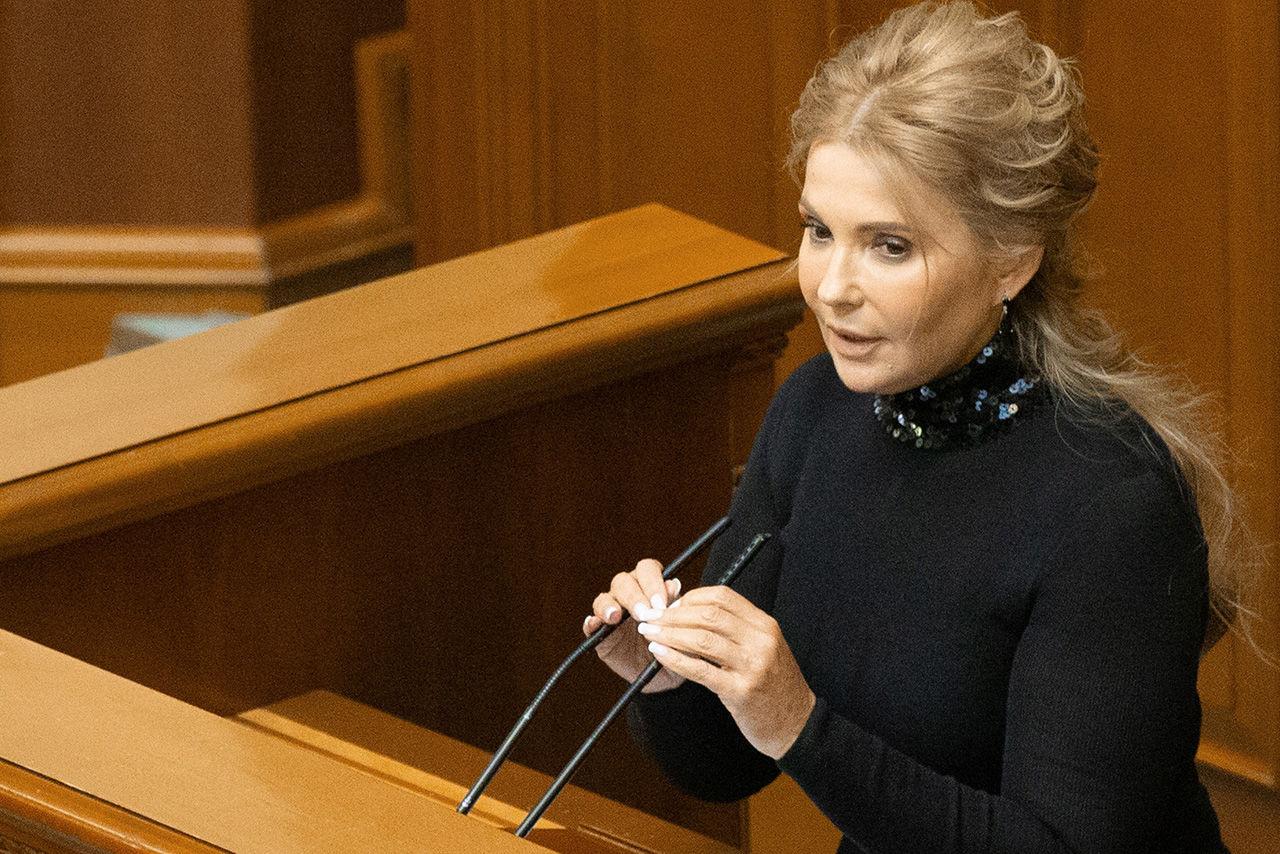 Тимошенко пришла в Раду в новом образе – необычные туфли вызвали споры в Сети