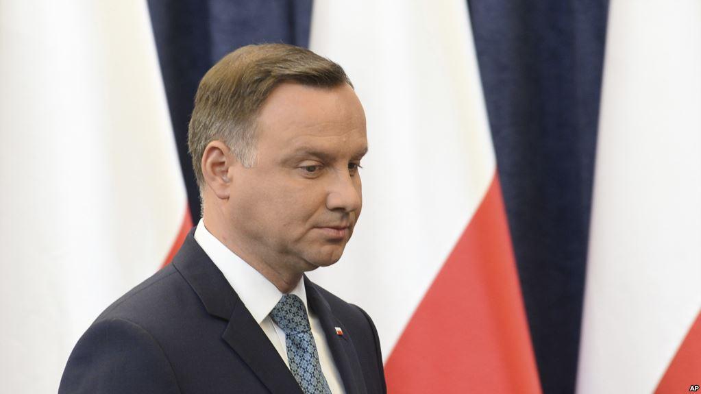 Евреи, украинцы, литовцы и россияне обратились к президенту Польши: от Дуды потребовали остановить проявления ксенофобии в стране