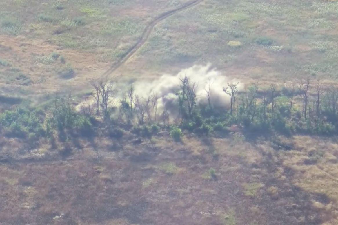 ВСУ серией ударов разбили огневую точку армии РФ: ликвидацию позиции снял на видео дрон