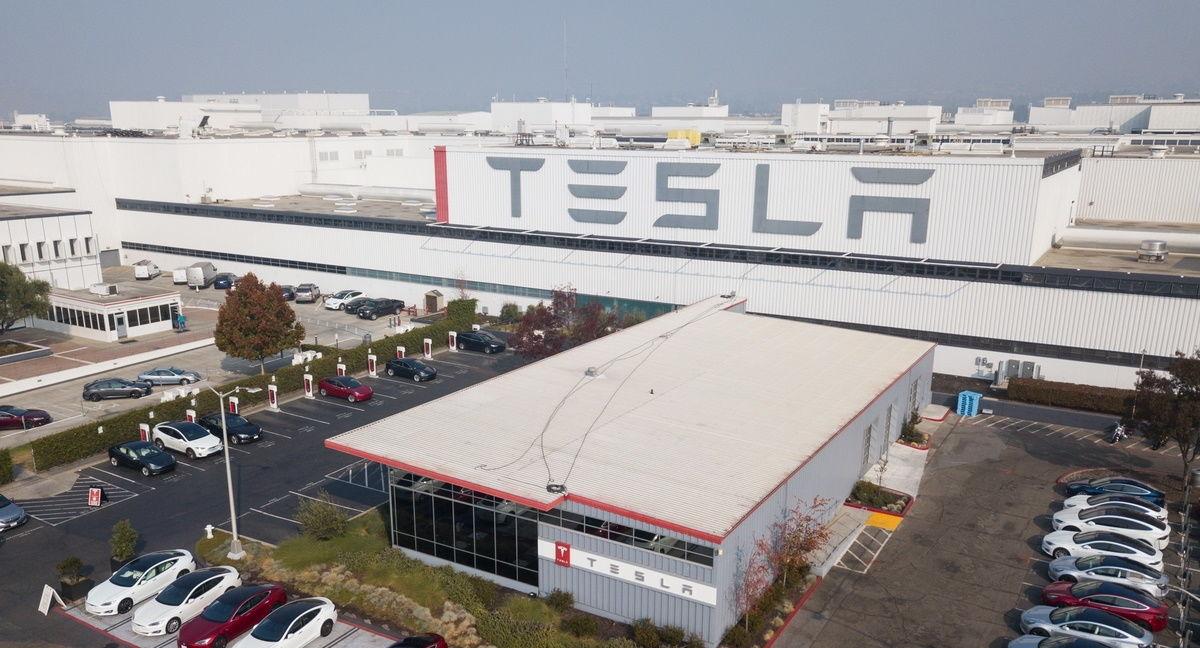 Кибератака на завод Tesla: россиянин признался в содеянном