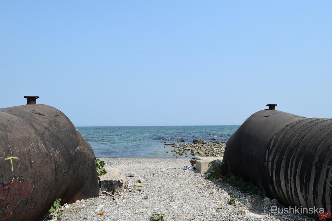"""Море превратилось в """"фекальный бульон"""": в Ялте закрыли все пляжи, отдыхающие жалуются на инфекции"""