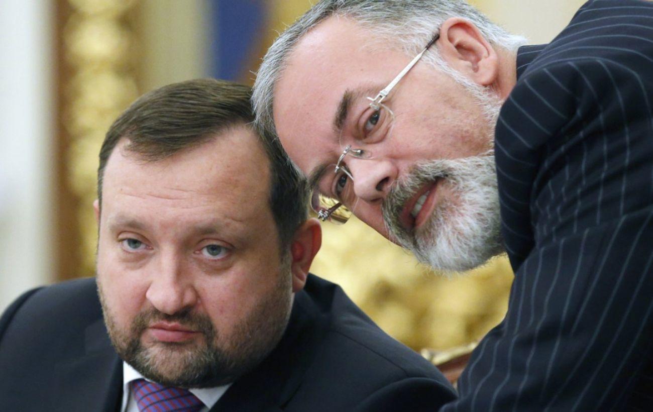 В ЕС продолжили снимать санкции с соратников Януковича