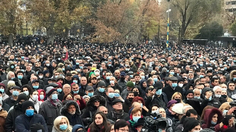 В Армении поднялись новые протесты против Пашиняна: штурмуют госучреждения