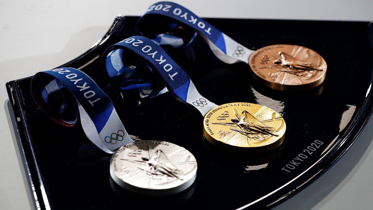 Китай вырвался в лидеры, еще одна награда Украины: медальный зачет Олимпиады - 2020