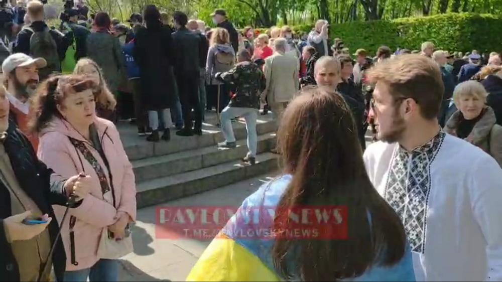 Коммунистов в Киеве разозлил флаг Украины и вышиванка переселенца из Донецка: вспыхнул конфликт