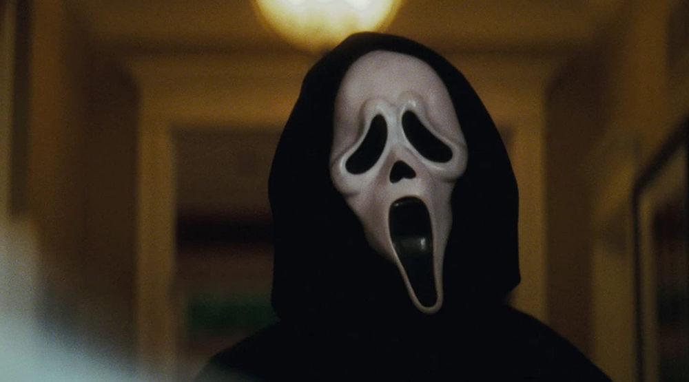 Тапком в лицо: женщина решила напугать мужа, разыграв сцену из фильма ужасов, но все закончилось неожиданно