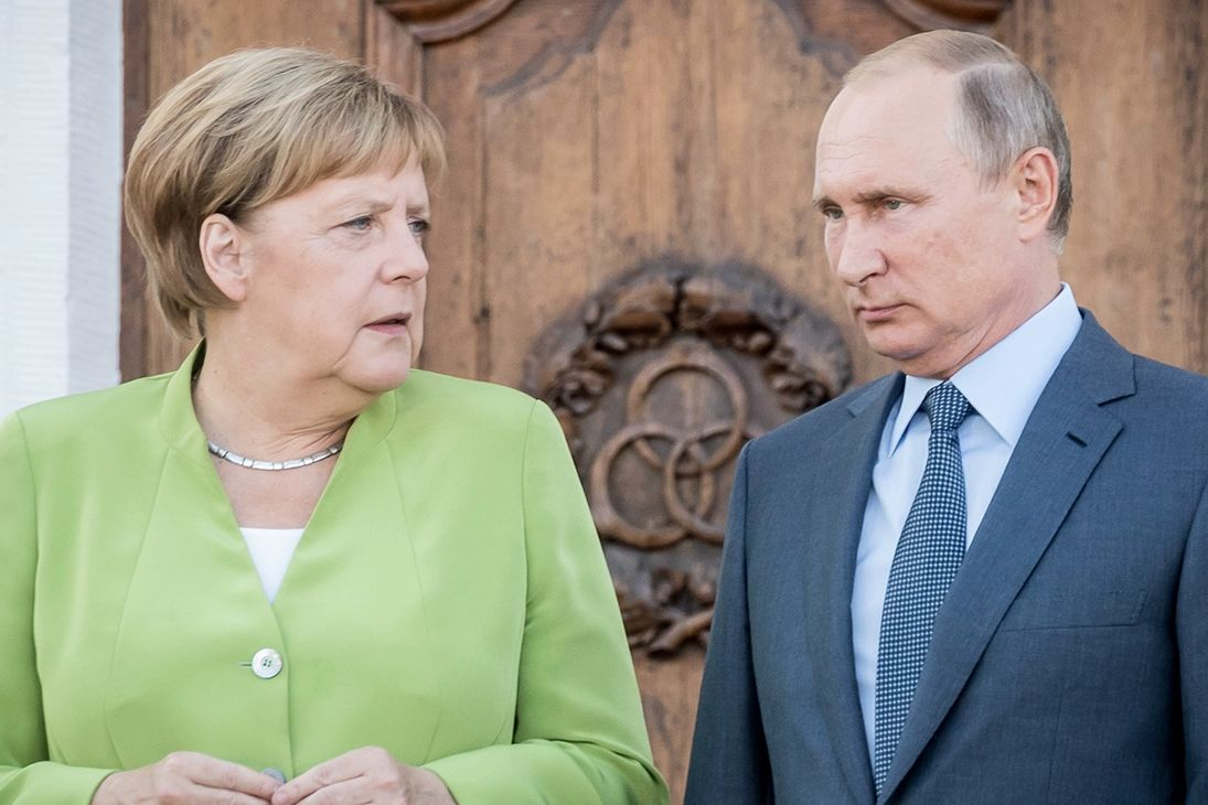 """Немецкий журналист Райтшустер: """"У Путина может быть информационная ядерная бомба на Меркель"""""""