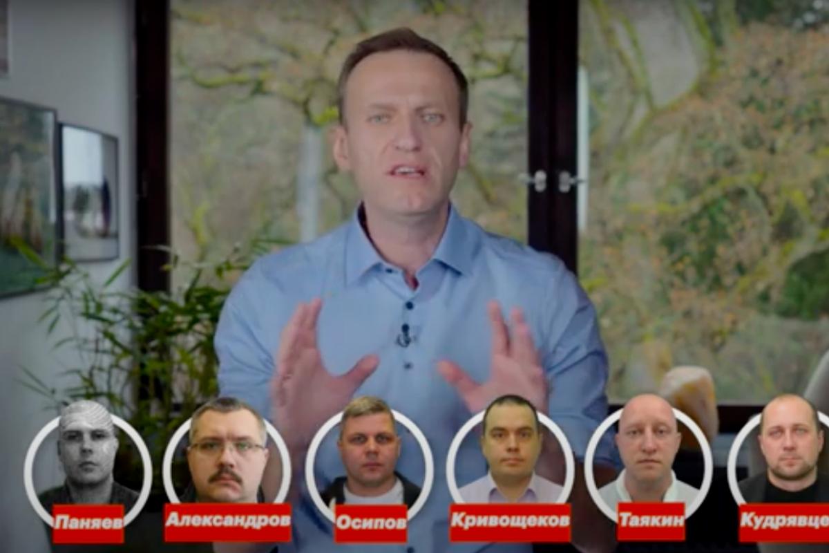 """""""Я знаю всех, кто пытался меня убить"""", - ролик Навального набрал 8 млн просмотров перед """"Прямой линией"""" Путина"""