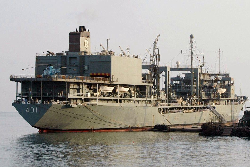 Загорелся и через 20 часов ушел ко дну: крупнейший корабль ВМС Ирана затонул в Оманском заливе