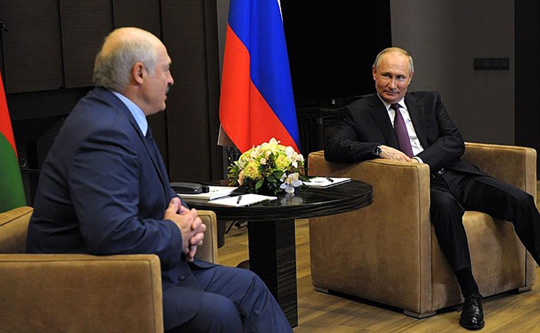 """Путин предложил Лукашенко необычный формат переговоров в Сочи: """"Море становится все теплее"""""""