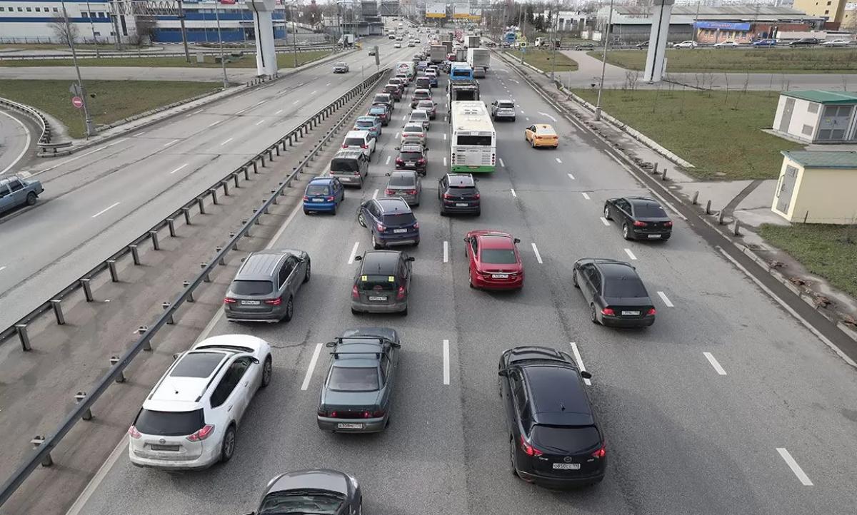 Киев стал из-за пробок: кадры громадных очередей