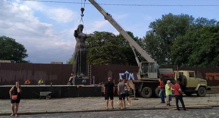 Во Львове окончательно демонтирован монумент Славы