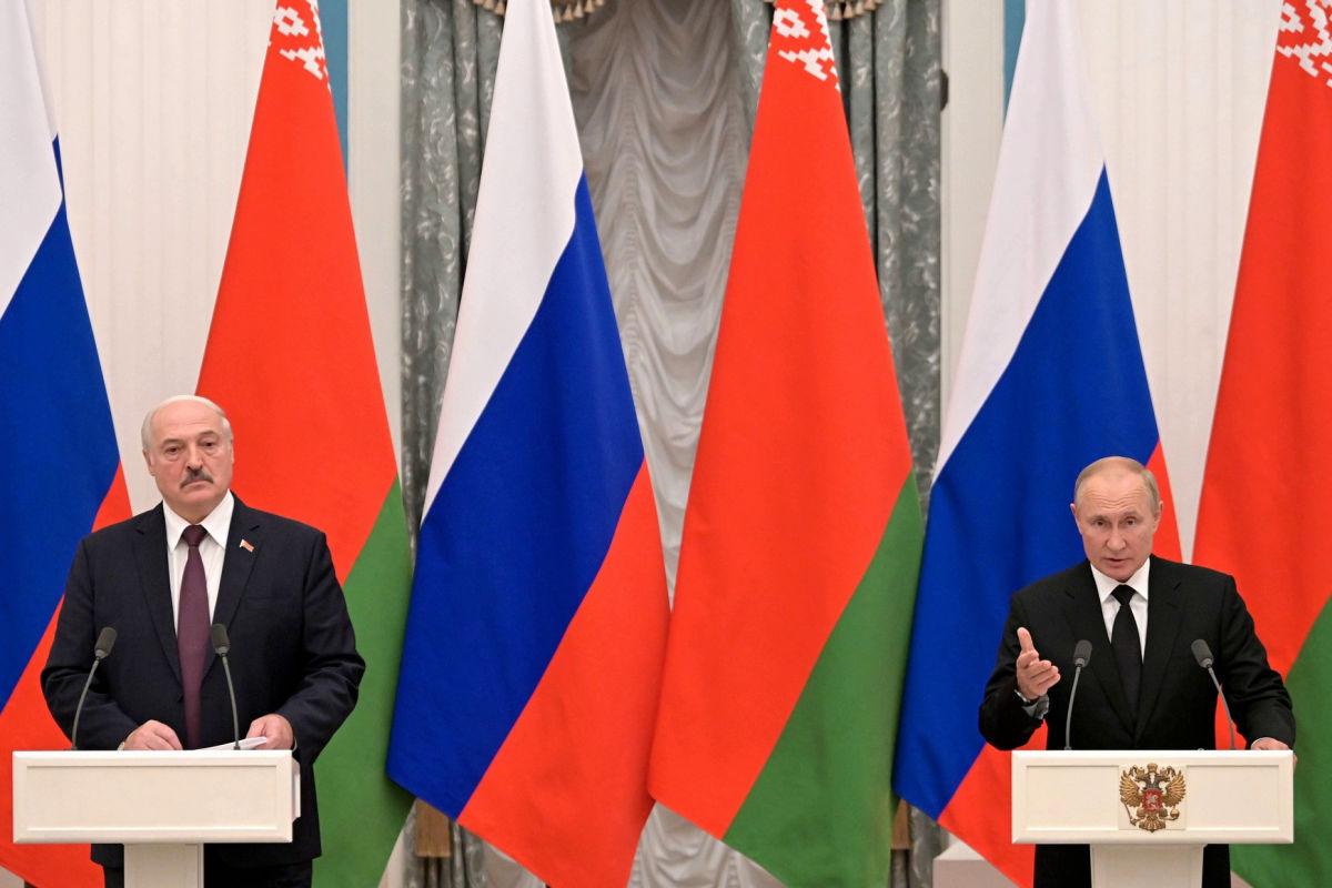 """Путин готовится """"проглотить"""" Беларусь – Украина под давлением с трех сторон"""