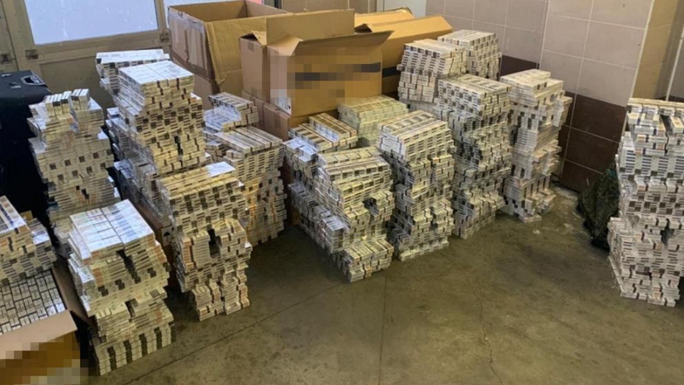 16 кг золота, десятки миллионов гривен и тонна сигарет: в ГБР раскрыли детали скандала в МИД