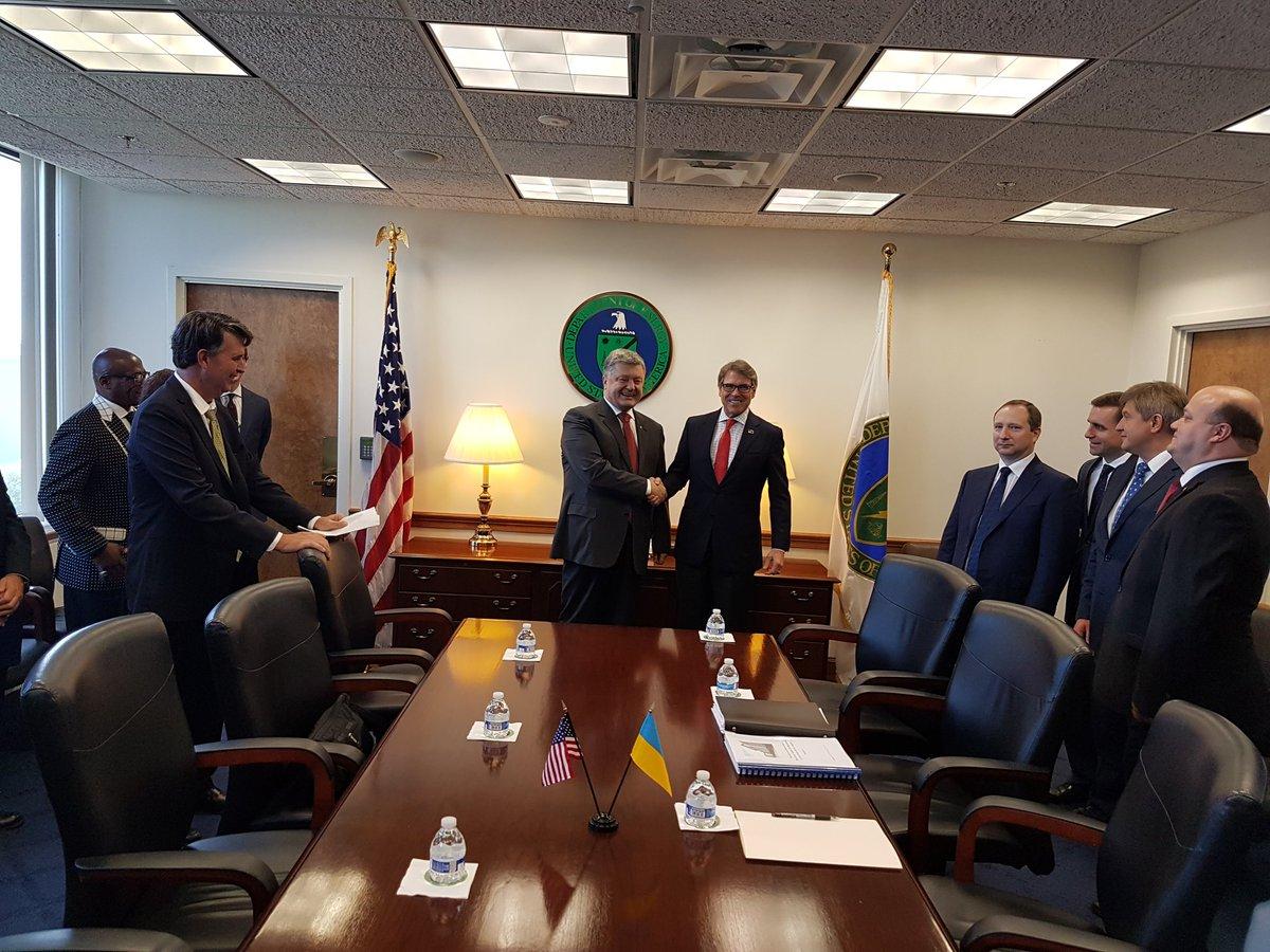 """Порошенко продолжает """"утирать нос"""" Путину: глава государства провел в Вашингтоне еще одну важную для Украины встречу"""