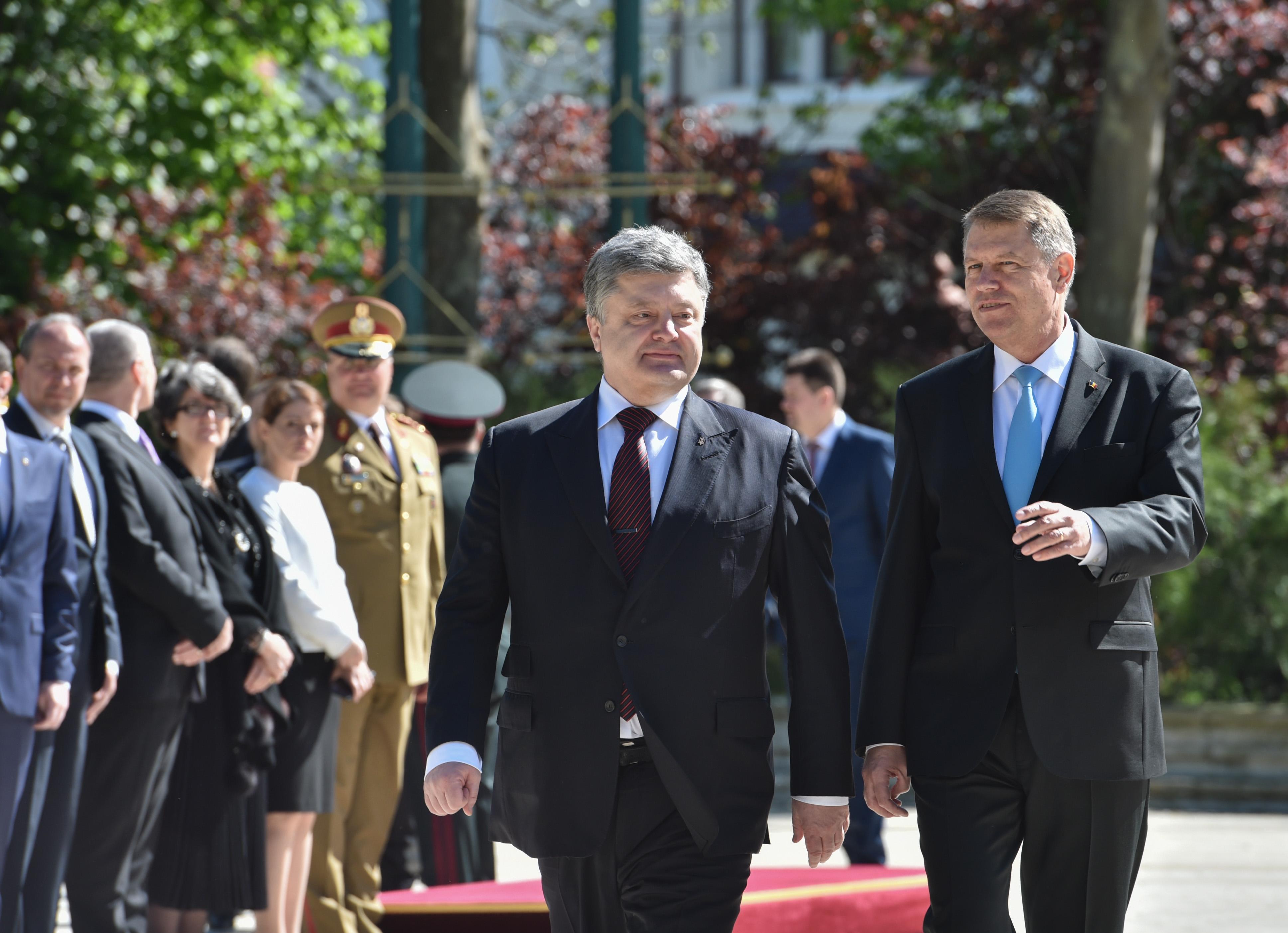 Президент Петр Порошенко обсудил с Президентом Румынии Клаусом Йоханнисом возможность создания украинско-румынско-болгарской бригады
