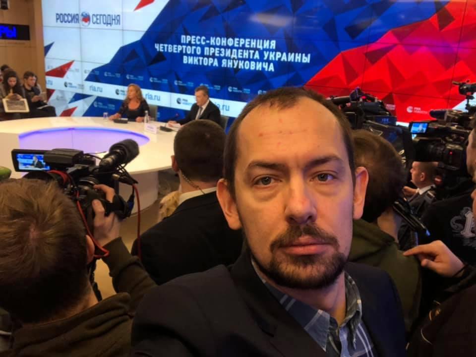 Цимбалюк взорвал соцсети фото с пресс-конференции Януковича: странная деталь сильно удивила Сеть