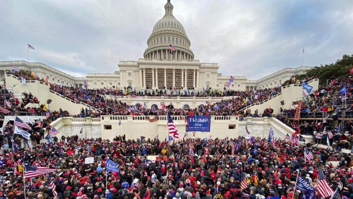 Штурм Капитолия в США: названо число погибших и задержанных