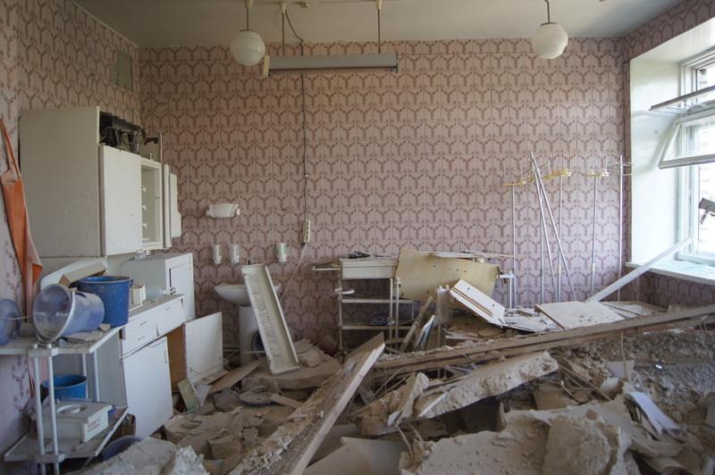 Как выглядит луганская железнодорожная больница после артобстрела