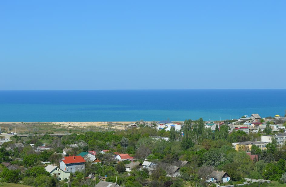 Оккупационные власти Крыма отбирают у жителей дома и земельные участки  для расширения военного городка