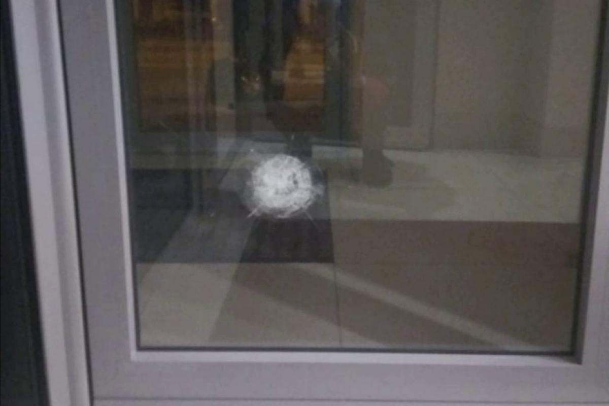 На фоне войны в Карабахе в Харькове атаковали консульство Азербайджана, выпущено 6 пуль