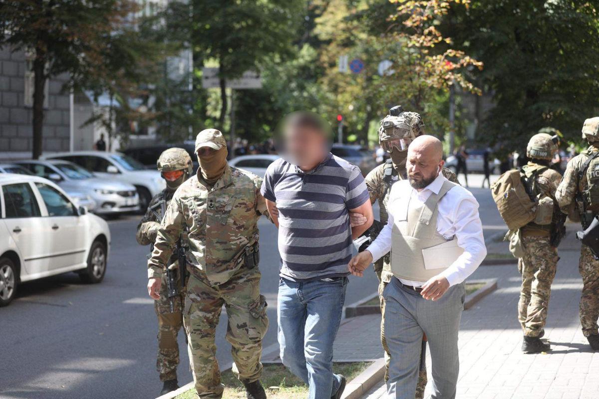 """Полиция поделилась подробностями о задержанном мужчине с гранатой: """"Она была боевой"""""""