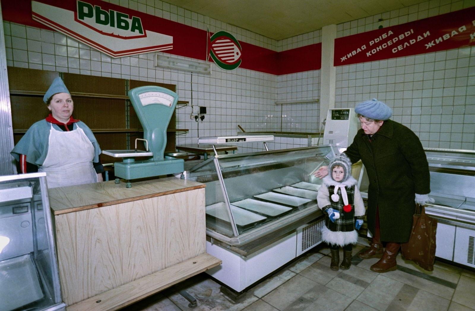 """В Сети появились запрещенные фото последних дней СССР: """"Хотели бы туда вернуться?"""""""